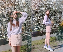 Nora Aradi - Bershka Sweater, Bershka Skirt, Adidas Sneakers - Le printemps