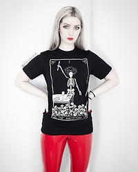 Joan Wolfie - Leviathan Artworks T Shirt, Femme Luxe Leggings - THE MAGICIAN // Joan Wolfie