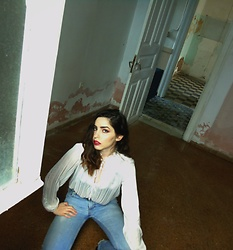 Life Stalkers - Stradivarius White Transparent Shirt, Vintage Men;S Jeans - Quarantine