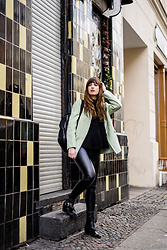 Andrea Funk / andysparkles.de -  - Leather Leggings and Mint Blazer