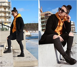 Jenny Drugge - H&M Hoodie, H&M Shoes - Sunny day