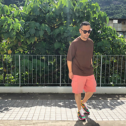 Mannix Lo - Uniqlo U Oversized Tee, Uniqlo Cargo Shorts, Sacai X Nike Ldv Waffle Sneakers - When someone does something wrong, dun forget they did right