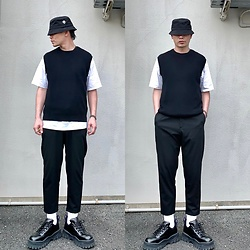 ★masaki★ - H&M Buckethat, Uniqlo Vest, Bershka Treasures, Eytys Angel - Many black little white