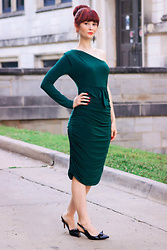 Bleu Avenue Ofbleuavenue - Femmeluxe Emerald One Shoulder Ruched Slinky Midi Dress Savannah - Emerald One Shoulder Dress