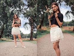 Jenny - Femme Luxe T Shirt, Shein Skirt, Primark Shoes - FLOWER QUEEN