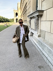 Anna Borisovna - Vintage Blazer, Vintage Pants, Arket Bag, Bottega Veneta Sunglasses - The oversized blazer