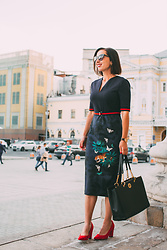 Lindsey Puls - Ted Baker Dress, Tory Burch Tote - Getting Ready for the Nordstrom Anniversary Sale