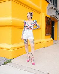 Jessie Barber - Amazon Floral Print Blouse, Gap Shorts, Ettika Total Eclipse Lariat Necklace, Dsw Pink Heels - Coming Up Roses