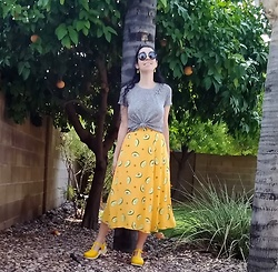 Saguaro Style - Hollister Gray Tee, Avocado Skirt, Sven Clogs Yellow - 08.02.20