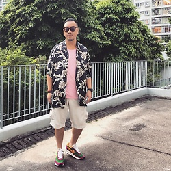 Mannix Lo - Hawaii Print Shirt, Cotton On Tee, Uniqlo Cargo Shorts, Sacai X Nike Ldv Waffle Sneakers - The best view comes after the hardest climb