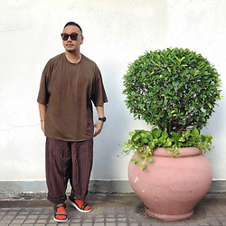 Mannix Lo - Oversize Tee, Stripes Loose Fit Pants, Outdoor Sandals - Kill something special is to compare it to something else