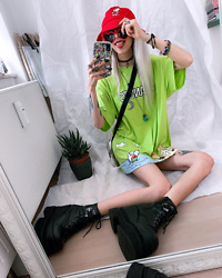 Kimi Peri - Romwe Oversized Peanuts Graphic Shirt, Demonia Platform Boots, Heart Shaped Glasses, Romwe Snoopy Metallic Crossbody Bag, Romwe Peanuts Cartoon Bucket Hat, Choker - Peanuts Romwe Fun 🐶🥜💕